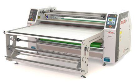 Calandra recém-lançada possibilita trabalhos em tecidos e transfers contínuos ou em peças cortadas