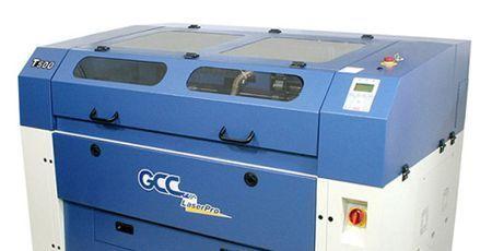T500 trabalha acrílicos com uma polegada de espessura