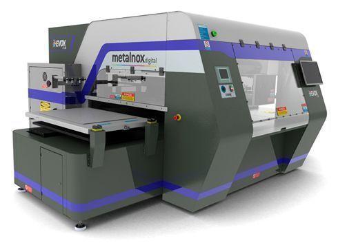 Diversas peças do estilista Ronaldo Fraga foram estampadas pela impressora Evox Mtx8, fabricada pela Metalnox