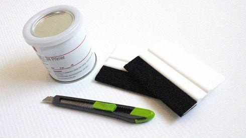 Primer atua como elemento de adesão entre a superfície e o vinil adesivo aplicado