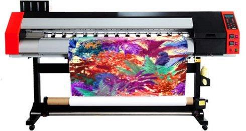Impressora digital sublimática tem largura de 1,6m