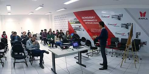 Ricardo Lie, diretor de negócios da Ampla, palestrou para os alunos da UTFPR