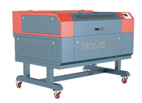 Máquina a laser oferece recursos para trabalhar com diversos tipos de mídias