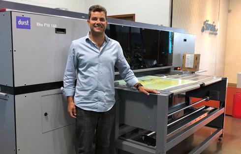 Ivan Larrubia, proprietário da Sinais Comunicação Visual, investiu em uma unidade da Durst Rho P10-160 para se diferenciar no mercado