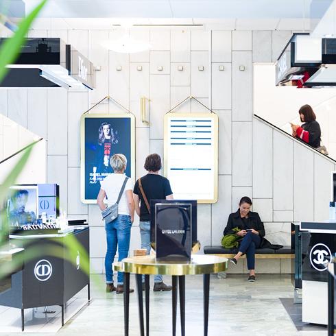 A sueca Nordiska Kompaniet instalou mais de 70 displays em sua loja