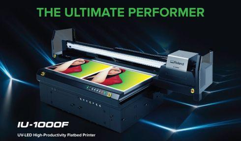 IU-1000F estampa mídias no formato de até 2,5m x 1,3m