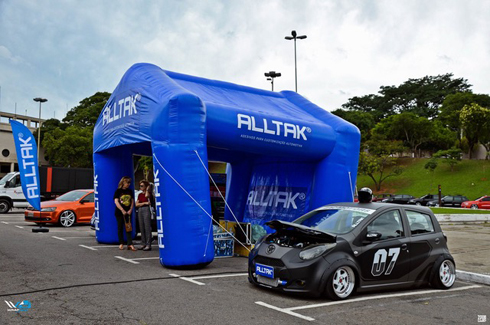Evento é reunião de aficionados por envelopamento de carro