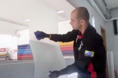 Como aplicar vinil jateado em vidros