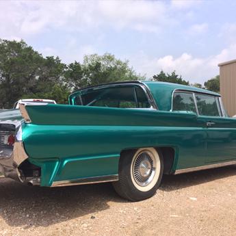 A Ruthless, de Austin, EUA, aplicou vinis Supreme Wrapping Film Emerald Pearl Metallic em um carro vintage