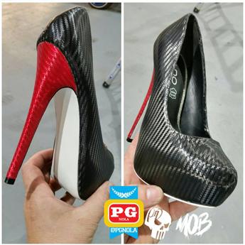 Os sapatos foram personalizados com os filmes Supreme Wrapping Film Black e Red Carbon Fiber pela PG NOLA, de New Orleans, nos EUA